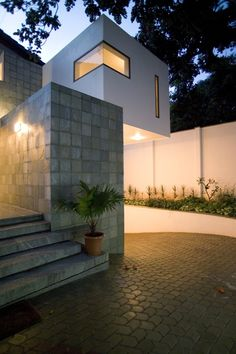 Image 1 of 16 from gallery of Fernandes House / Khosla Associates. Photograph by Bharath Ramamrutham
