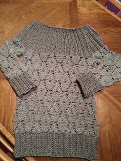 Maglione realizzato a uncinetto interamente lavorato a mano