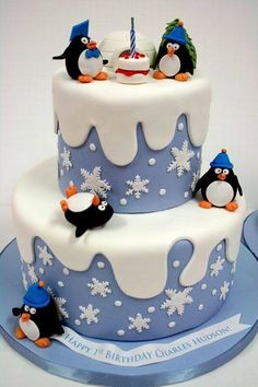Snowflakes and a Penguins birthday cake.like the little birthday cake between the Penquins. - - Snowflakes and a Penguins birthday cake.like the little birthday cake between the Penquins. Christmas Birthday Cake, Penguin Birthday, 1st Birthday Cakes, Christmas Treats, Christmas Baking, Penguin Party, Christmas Cakes, Christmas Cake Designs, Christmas Cake Decorations