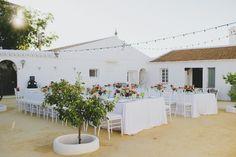 Boda intima en el patio de un cortijo andaluz. Inspiracion mediterranea - Intimate wedding in the courtyard of an Andalusian farmhouse . Mediterranean inspiration