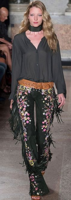 Emilio Pucci Spring Summer 2015. Yet another hippy inspired look I came across. The use of prints and hanging frill remind me of this early decade style. Prints and loose clothing in general were worn by people classified in the hippy group. Their style represented freedom and a more relaxed look.