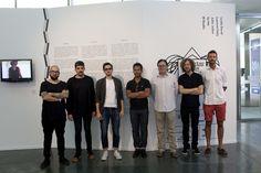 El director del MuVIM, Joan Gregori, con diseñadores franceses presentes en la muestra.