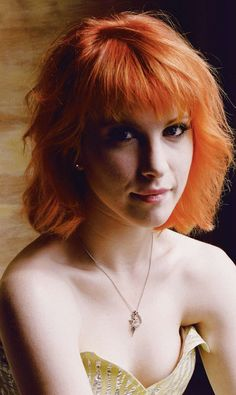Hayley Williams and her gorgeous hair. actually going to cut it this length hopefully Friday:D
