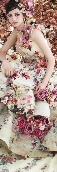 Stella de Libero floral gown with matching flower clipin hairpieces… Bridal Gowns, Wedding Gowns, Evening Dresses, Prom Dresses, Floral Fashion, Mode Vintage, Beautiful Gowns, Dream Dress, Pretty Dresses