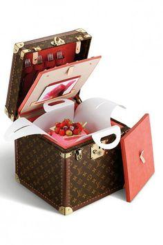 Чемода- коробка для торта (2004 год)