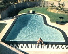 Love this piano shaped pool, substantially bigger than the one my Dad made on the front lawn. And come to think of it, Liberace had a piano-shaped pool. Home Music, Piano Music, Piano Keys, Music Music, Slim Aarons, Dream Pools, Grand Piano, Cool Pools, Awesome Pools