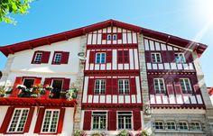 Maison typique du Pays Basque à Saint-Jean-de-Luz © Alexander Demyanenko / Shutterstock.com