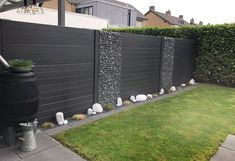 Precious Tips for Outdoor Gardens - Modern Diy Fence, Backyard Fences, Fence Ideas, Indoor Garden, Outdoor Gardens, Roof Gardens, Fence Design, Residential Architecture, Sustainable Architecture