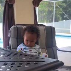Funny Baby Memes, Funny Vidos, Really Funny Memes, Funny Laugh, Funny Relatable Memes, Stupid Funny, Funny Baby Gif, Hilarious, Cute Funny Baby Videos