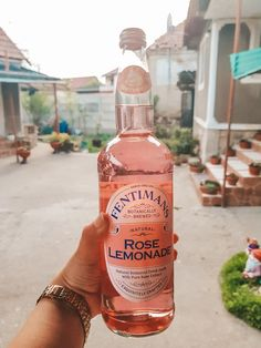 Smoke Pictures, Food Pictures, Party Drinks Alcohol, Alcoholic Drinks, Rose Drink, Fentimans, Rose Lemonade, Best Champagne, Alcohol Aesthetic