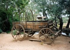 Old wagon: Pipe Spring National Monument, Arizona Wagon Trails, Wagon Planter, Old West Photos, Horse Drawn Wagon, Wooden Wagon, Old Wagons, Covered Wagon, Chuck Wagon, Classic Paintings