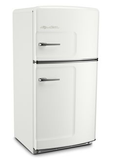 Big Chill Retro Fridges keeps your food cold and your kitchen looking cool. A retro refrigerator can look incredible in a modern kitchen, if you can find one and pay the hefty price for restoration. Big Chill offers the look of a retro refrigerator with all of the modern amenities of today's refrigerators. Our Original Size Big Chill retro refrigerator has a classic pivoting handle and stamped metal body, just like they used to make them. Choose this one in White! #bigchill
