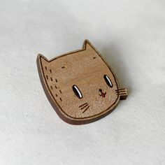 cat brooch  ~ Get Ozzi #Cat #Magazine - All about #cats! >> http://OzziCat.com.au
