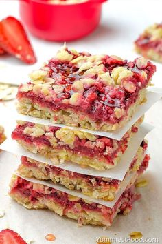 Healthy Breakfast Strawberry Oatmeal Bars are delicious, moist and easy breakfast that your family will love! This recipe is just awesome and super healthy! The best way to start your day – Healthy Breakfast Strawberry Oatmeal Bars! Oatmeal Bars Healthy, Strawberry Oatmeal Bars, Oatmeal Recipes, Baked Oatmeal Bars, Strawberry Muffins Healthy, Healthy Bars, Healthy Drinks, Healthy Recipes, Easy Strawberry Desserts