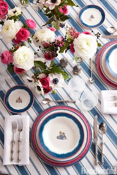 Chinoiserie Chic: Sunday Inspiration - Setting the Chinoiserie Table Sunday Inspiration, Beautiful Table Settings, Deco Table, Coastal Decor, Modern Coastal, Coastal Curtains, Coastal Entryway, Coastal Rugs, Coastal Bedding