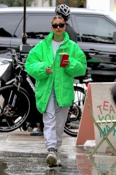 80s Ski Jacket, Bomber Jacket, Hailey Baldwin Style, Green Jacket, Jacket Style, Athleisure, Canada Goose Jackets, Winter Outfits, Winter Fashion