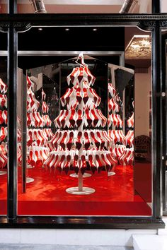 A merry red sole Christmas Tree. Merry Christmas to all Louboutin lovers! :-) christian louboutin rouge over pins Christian Louboutin, Louboutin Shoes, Shoes Heels, Christmas Window Display, Christmas Windows, Christmas Trees, Merry Christmas, Christmas Displays, Christmas Stuff