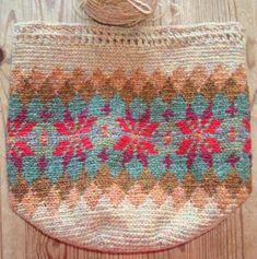 crochet bag>beautiful fair isle style tapestry crochet