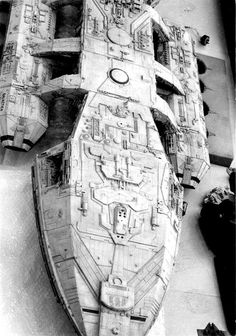 Part 2 Bridge/Head Section Reference for the Classic Battlestar Galactica Studio Model Spaceship Art, Spaceship Concept, Fiction Movies, Science Fiction Art, Battlestar Galactica Cast, Kampfstern Galactica, Abandoned Ships, Sci Fi Models, Sci Fi Ships