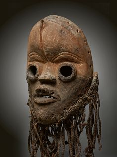 - DAN MASK - Lot 26 - Estimate: €3000 - €5000 - Find all details for this object in our online catalog! Ivory Coast, African Art, Dan, Art Gallery, Auction, Skull, Statue, Artist, Liberia