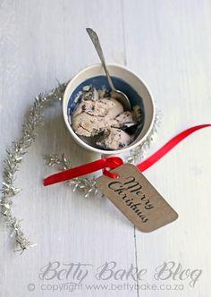 "CHRISTMAS COLD AND FRUITY ""PUDDING"" ICE CREAMS"