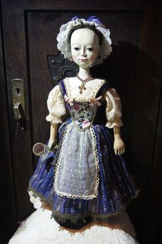 Wooden Queen Anne doll repro.