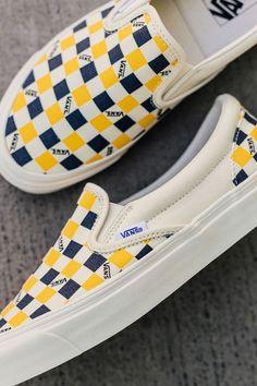 253e9239ea59fb 1146 Best Van shoes images in 2019