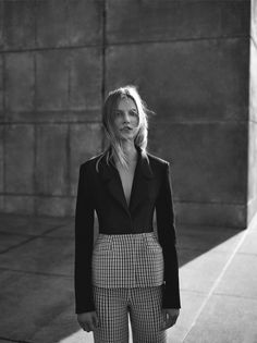 Model Suvi Koponen is styled by Elin Svahn in crisp spring geometrics lensed by Annemarieke van Drimmelen for Dior Magazine Winter Minimalist Fashion Women, Minimal Fashion, Minimal Style, Fashion Shoot, Editorial Fashion, Fashion Photography Inspiration, How To Pose, Madrid, Trends