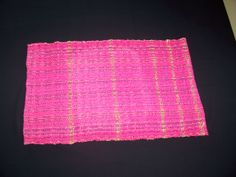 Pink tablerunner with gold threads