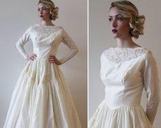 Vintage Long Sleeved Irish Brocade Wedding D Simple Wedding Gowns, Wedding Dresses, Classic Bridal Jewellery, 1940s Wedding, Sheath Wedding Gown, Princess Wedding, Trendy Fashion, Bridal Gowns, Vintage Dresses