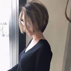 オーダーが多くて驚いてます! ハイライト可愛い #前下がりショート Asian Short Hair, Short Brown Hair, Asian Hair, Short Hair Cuts, Medium Hair Styles, Natural Hair Styles, Short Hair Styles, Short Bob Hairstyles, Girl Hairstyles