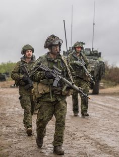 Canadian Army, Military Uniforms, Action Poses, Armed Forces, Interesting Stuff, Middle East, Weapon, Camouflage, Poster