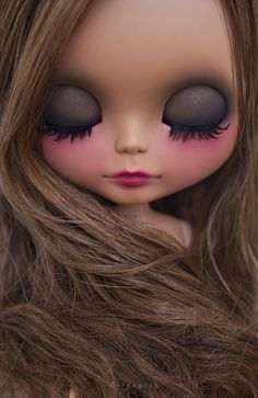 Erregiro newest brown Blythe...I know this is a doll but these colors would be adorable for makeup