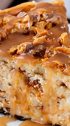 Butterfinger Cheesecake with Caramel Drizzle ~ Incredible... It's truly a match made in cheesecake heaven - Loads of chopped butterfinger candies fill the body of the cheesecake and more is added over the top. The whole thing rests on fudge-filled sandwich cookies that have been crushed into crumbs for a rich chocolate crust ✿⊱╮