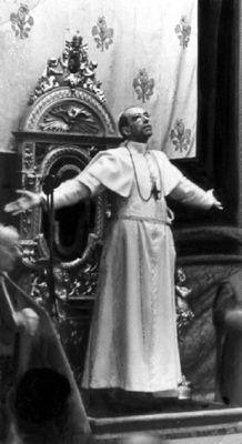 10 Should-have been Nobel prize winners -Pope Pius XII being one of them. Catholic Religion, Catholic Art, Catholic Saints, Roman Catholic, Papa Pio Xi, Theme Tattoo, Pope Of Rome, Pope Pius Xii, Les Religions