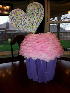 isabellas giant cupcake valentine box - Cupcake Valentine Box