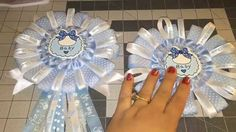 Blue Baby Shower Corsage DIY (Do it Yourself) - video Distintivos Baby Shower, Baby Shower Candy, Baby Shower Presents, Simple Baby Shower, Baby Shower Gifts, Diy Baby Shower Decorations, Baby Shower Centerpieces, Baby Chower, Baby Corsage