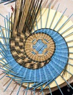 Мастер-класс Плетение Панно 40 см Спиральное плетение Бумага газетная Трубочки бумажные фото 15