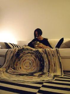 VMSomⒶ Koppa She is making this incredible rug ...