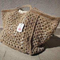 Crochet Tote, Crochet Handbags, Crochet Purses, Diy Crochet, Crochet Bag Tutorials, Crochet Projects, Crochet Designs, Crochet Patterns, Granny Square Bag