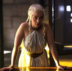 Emilia Clarke becomes one of the hottest American television actress after she appeared in the famous series of Game of Thrones. She has won many awards for her role Daenerys Targaryen in GOT. And now Emilia Clarke Game Of Thrones Dress, Game Of Thrones Facts, Game Of Thrones Tv, Game Of Thrones Quotes, Game Of Thrones Funny, Game Of Thrones Khaleesi, Daenerys Targaryen Kleid, Emilia Clarke Daenerys Targaryen, Game Of Throne Daenerys