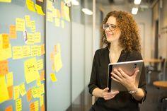 Connaître son propre potentiel – il s'agit là de la première étape pour pouvoir développer ses compétences pour le monde du travail 4.0. Une analyse de potentiel online, des coachings personnels et des réflexions sur les changements de comportement aiguisent la capacité pour l'autogestion et permet d'organiser de manière autonome un plan de carrière balancé avec la vie privée. Organiser, Learning, Learning Objectives, Career Planning, Behavior Change, Web Conferencing, Private Life, Mathematical Analysis, Beginning Sounds