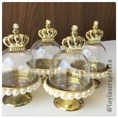 As Mini cúpulas prontas pro baile de Luiza! Personalizadas com pérolas e uma coroa dourada