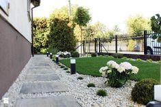 Ogród przed Domem: 16 Ciekawych Pomysłów na Aranżację Ogrodu Garden Steps, Garden Landscaping, Paths, Sidewalk, Stairs, Landscape, Decor, Design, Gardens