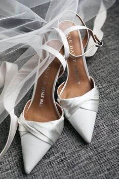 24 Most Wanted Wedding Shoes For Bride & Bridesmaids ❤ wedding shoes simple with high heels oneday Wedding Flats For Bride, White Wedding Shoes, Bride Shoes, Wedding Bridesmaids, Bouquet Wedding, One Day Bridal, Wedding Dress Trends, Bridal Fashion Week, Fashion Shoes