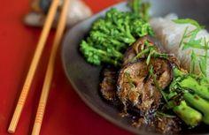 Macarrão de arroz com berinjela e brócolis | Panelinha - Receitas que funcionam