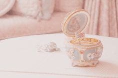 Live and Let Live shared by Αpostolia on We Heart It - Music Box Angel Aesthetic, Pink Aesthetic, Aesthetic Vintage, Pastel Pink, Pastel Colors, Pastel Palette, Pink Blue, Princess Aesthetic, Favim