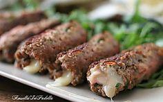 Cannoli di carne ripieni, farciti con prosciutto e formaggio