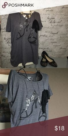 🎁Blingy Glitter Heels & Bow Tee 🎀 Absolutely adorable!!!! Sold out glitter heels tee with ribbon detail....SO CUTE!! (Like new condition) Lane Bryant Tops Tees - Short Sleeve