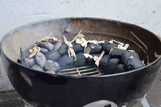 Der Minion Ring: Dauerhaft grillen bei konstanter Temperatur Minions, Blueberry, Grilling, Fruit, Food, Easy Meals, Ring, Meat, Ideas